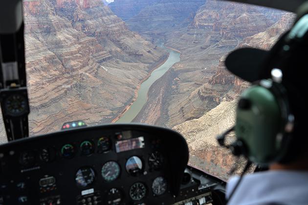 Grand Canyon lähestyy Indian Jones -tunnusmusiikin tahdissa