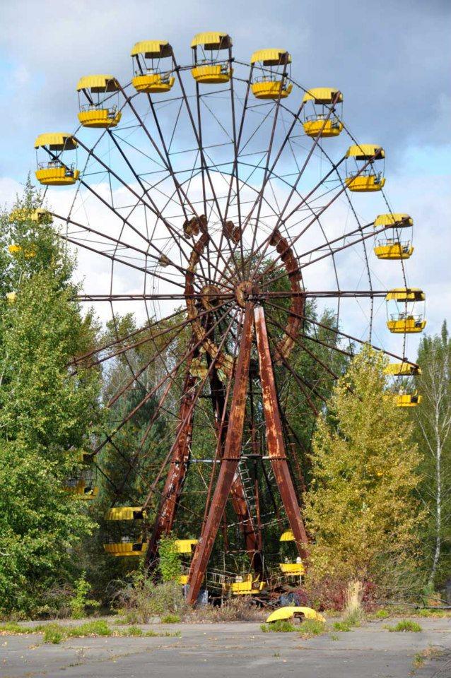 Pripyat Amusement park - tämän maailmanpyörän piti aueta 1.5.1986 työväen juhlan (vapun) kunniaksi.