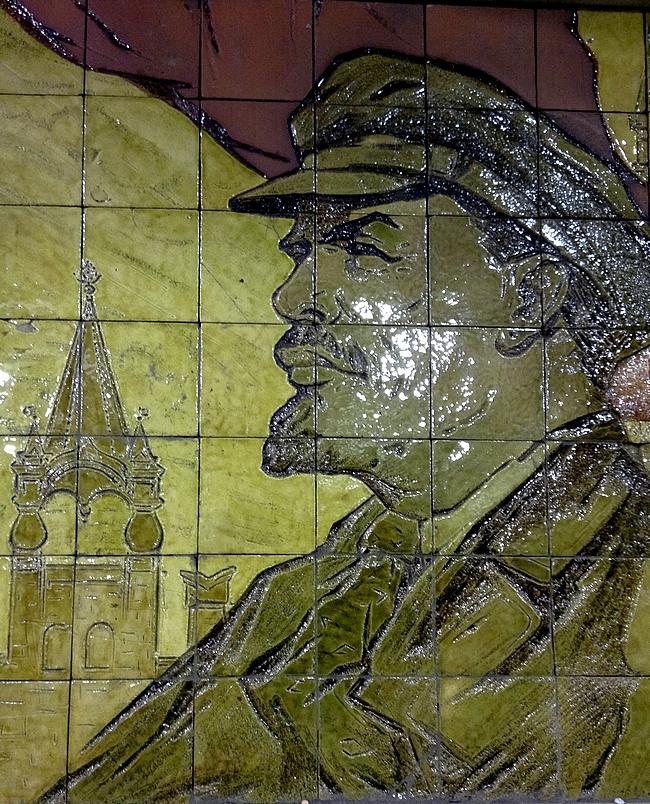 Biblioteka Imeni Lenina -asemalla Leninin mosaiikki