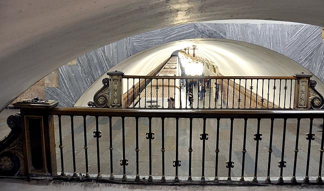 Usein metroasemat olivat monessa tasossa, kun vaihtolinjoja oli paljon (Prospekt Mira)