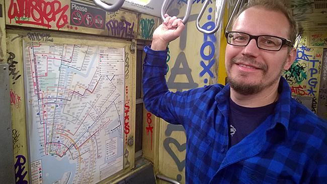 New Yorkin metrossa - todellisuudessa Asicsin vaatekaupassa