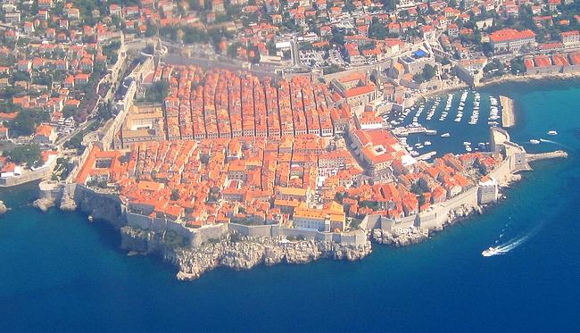 Dubrovnikin vanhakaupunki lentokoneesta käsin katsottuna