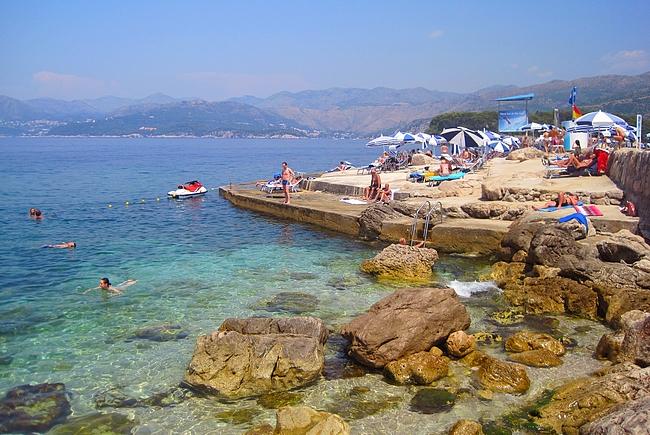 Dubrovnikin rannat ovat kivikkoisia, mutta erittäin kirkasvetisiä
