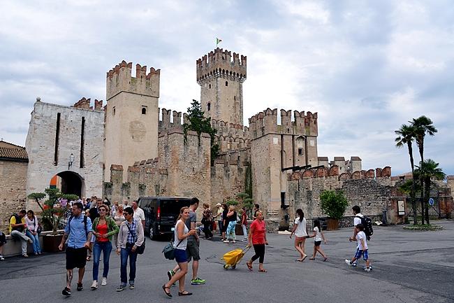 Rocca Scaligeran linna vartio Sirmionen kaupunkia