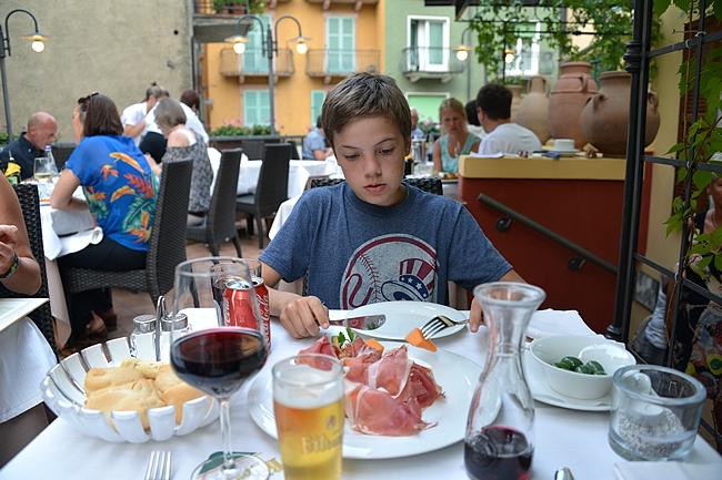 Alkuruuaksi vesimelonia ja Parmankinkkua kun Italiassa ollaan
