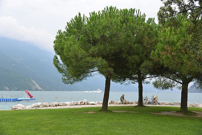 Riva del Gardan leveät rannat ja pyöräilyyn leppoisat kävelytiet