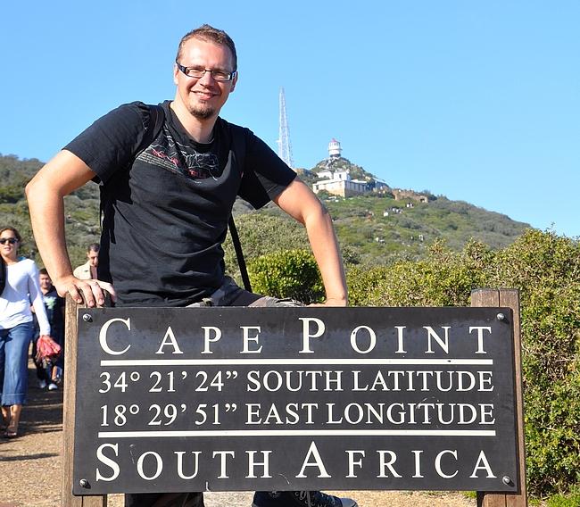 Ennen kipuamista Cape Pointin huipulle suurin osa kävijöistä ottaa kuvan itsestä kyltin keran