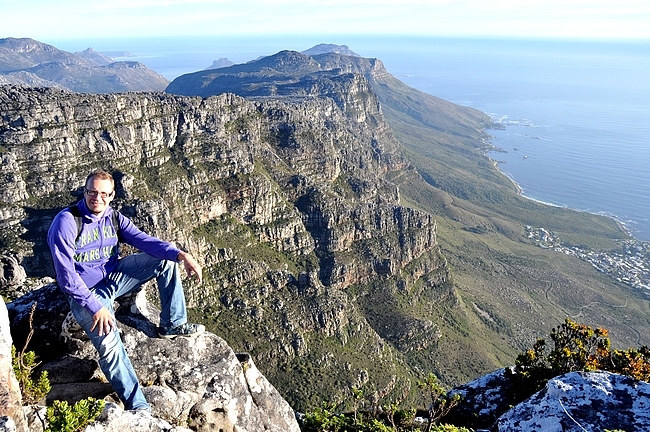 Pöytävuorelta avautuu maisemat kohti Hyväntoivonniemeä (Cape Peninsula)