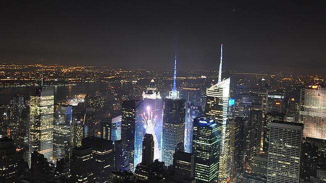 Vuosi vaihtuu Times Squarella. Tässä tosin vasta harjoitukset menossa.