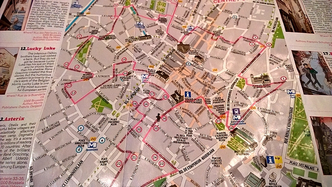 Sarjakuvakaupunkikavely Brysselissa Kohteena Maailma