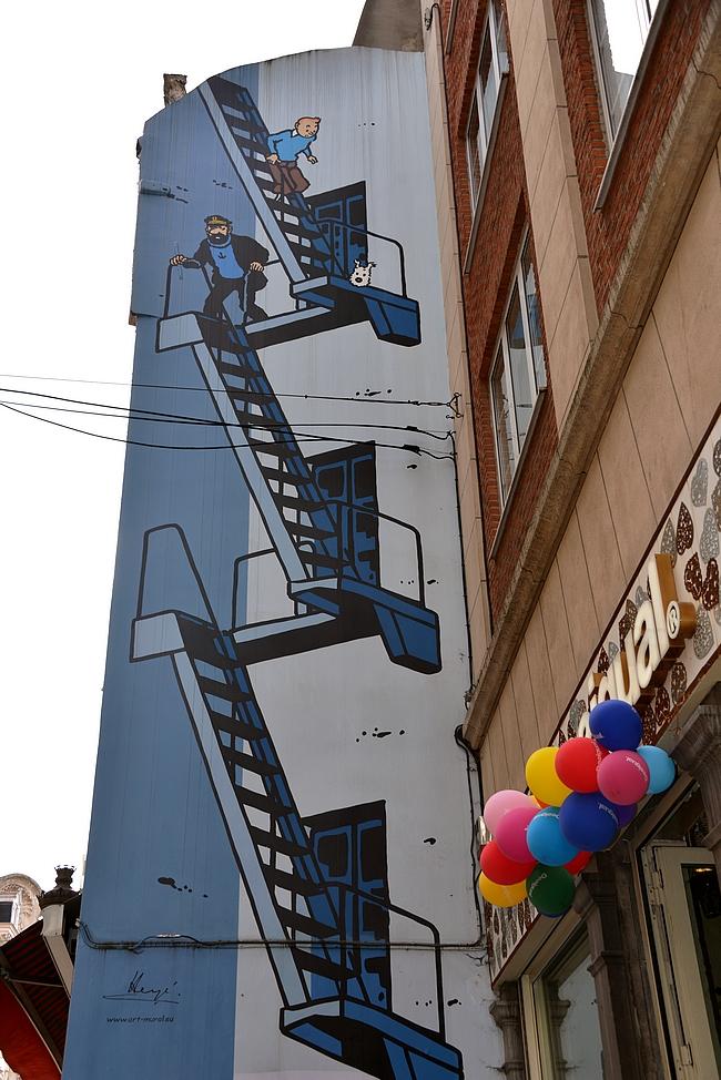 Tintin - Tintti löytyy aivan Brysselin tunnuksen Manneken Pisin läheisyydestä