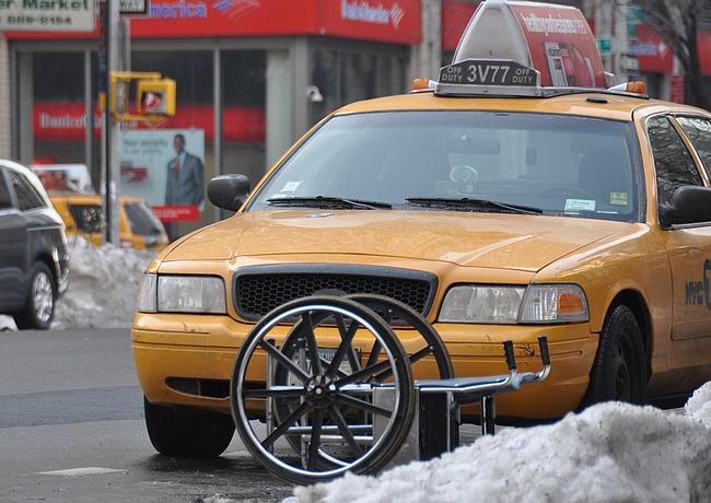 Manhattanin 15. piirin alueella sattuu kaikenlaista niin arjessa kuin televisiossa.