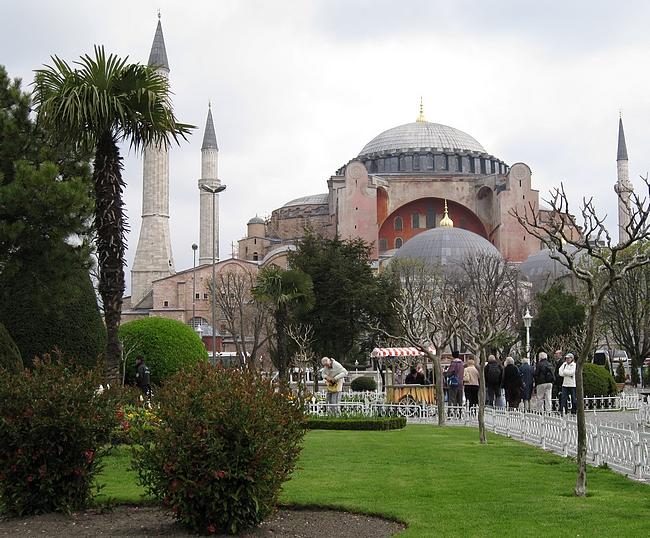Hagia Sofia on Istanbulin kuuluisin rakennus.