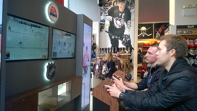 NHL-kaupassa voi pelata myös aikansa kuluksi Playstationia...
