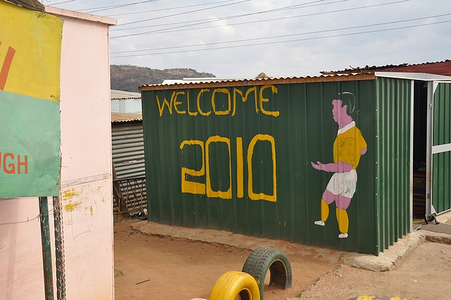 Jalkapallon MM-kisat näkyi myös Soweton townshipeissä - toivo paremmasta?