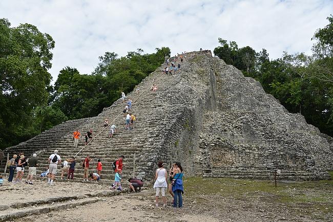 Coba - Nohoch Mul-pyramidi - yksi Jukatanin niemimaan helmistä.
