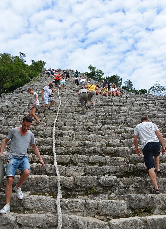 Suurimmalle osalle Coban kohokohta on kiivetä Nohoch Mul-pyramidin huipulle.