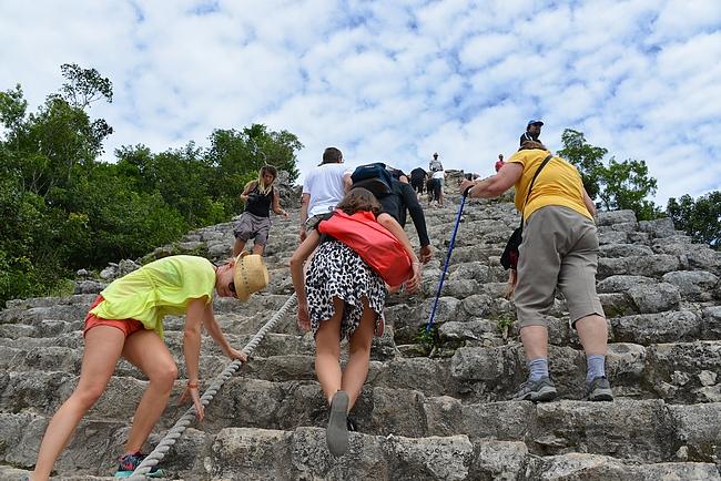 Pyramidin keskellä oli köysi, mitä pystyi halutessaan hyödyntämään.