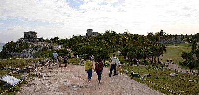 Vaikka turisteja Tulumissa käy paljon, niin ainakin oman vierailun aikana ne hajaantuivat sopivasti laajalle alueelle.