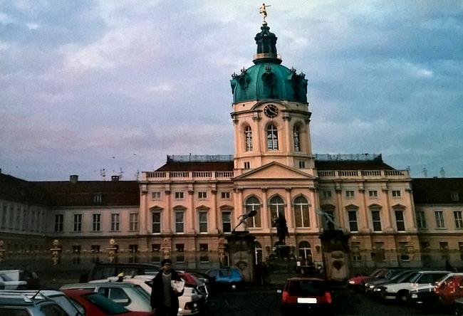 Charlottenburgin linna oli ohjelmassa lähinnä sen vuoksi, että matkanjärjestäjät halusivat näyttää reissun naispuolisille osallistujille myös perinteistä Eurooppalaista prinsessamaailmaa.