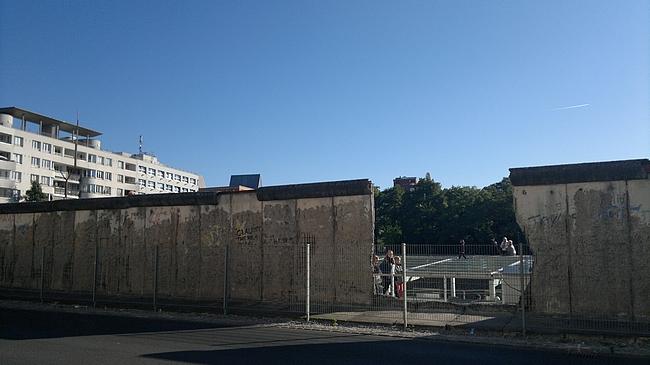 Palanen Berliininmuuria, sitä vähää mitä on jäljellä.
