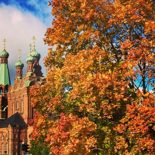 Tampereen ortodoksikirkko syksyn väriloistossa