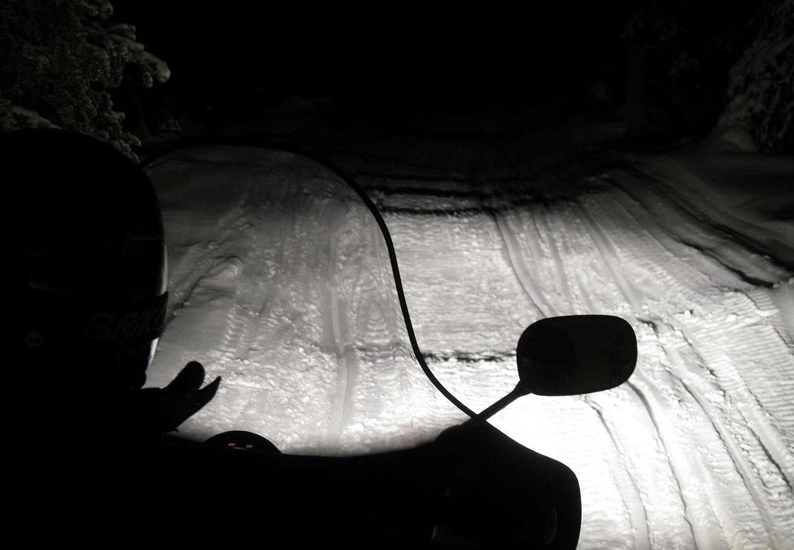 Pimeässä ajettaessa kannattaa vauhti huomioida entistäkin sopivammaksi.