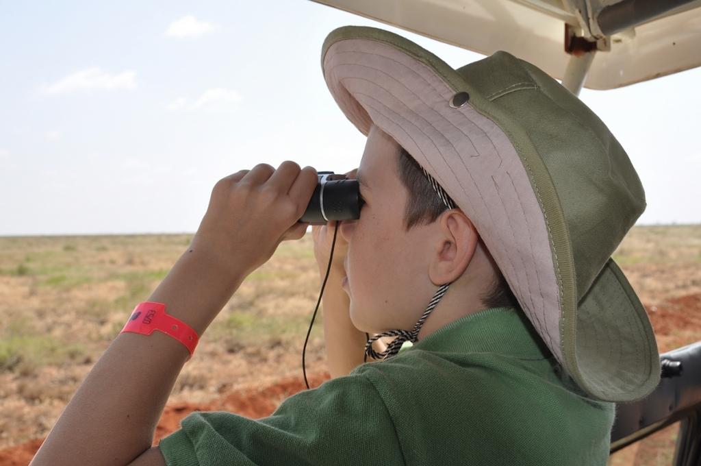 Kouluikäiset lapset viihtyvät jo hyvin safarilla.