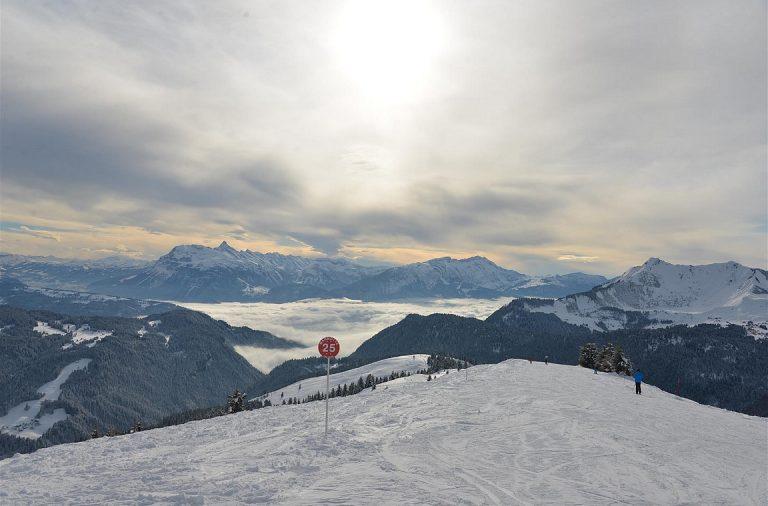 Morzine tarjoaa laajan rinnealueen Ranskan ja Sveitsin Alpeille.