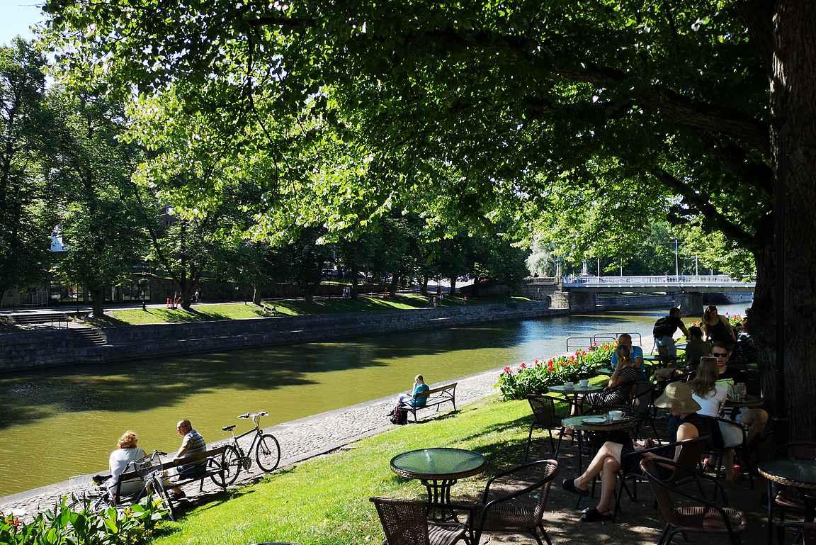 Aurajoen ranta on Turun kesän kohokohta.