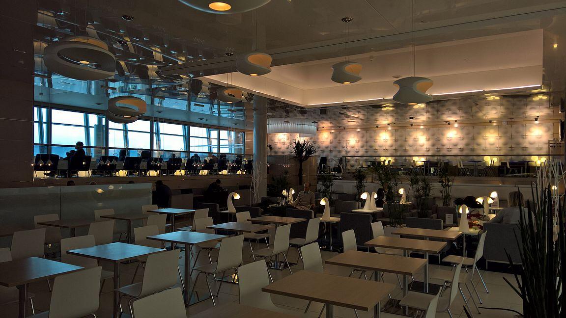 Finnair non-Schengen lounge, Helsinki-Vantaa.