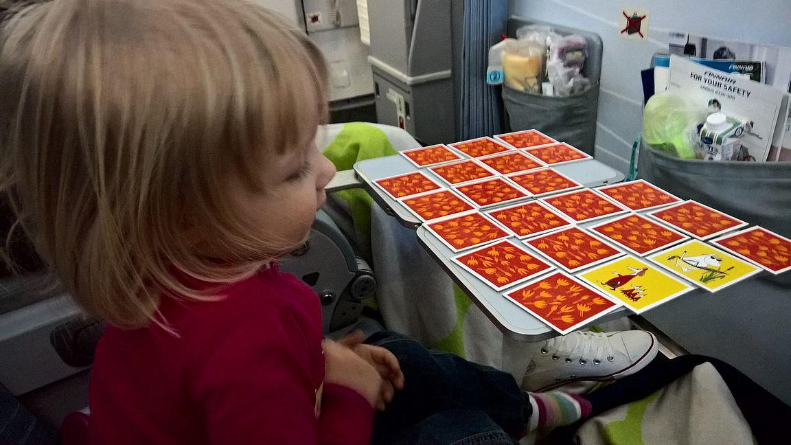 Muistipeliäkin mahtui muutamalla kortilla pelaamaan.
