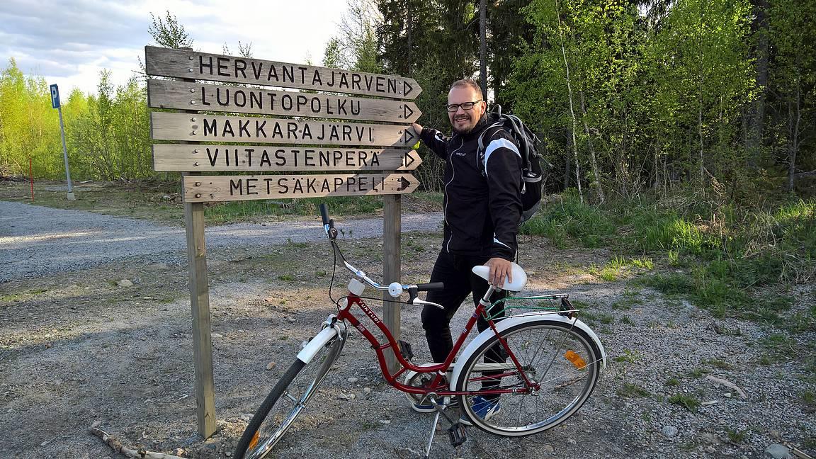 Metsäkappelille patikoidessa polkupyörät kannattaa jättää maankaatopaikan parkkipaikalle.