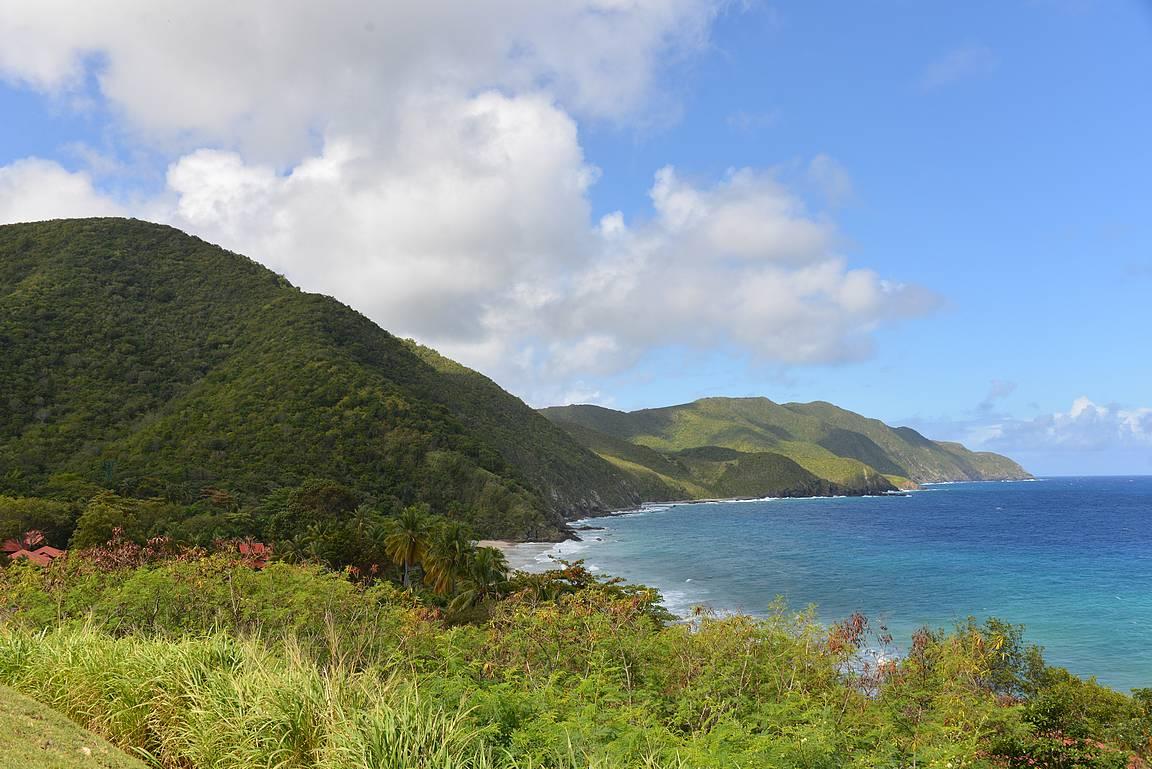 Saarella on mukavasti korkeuseroja.