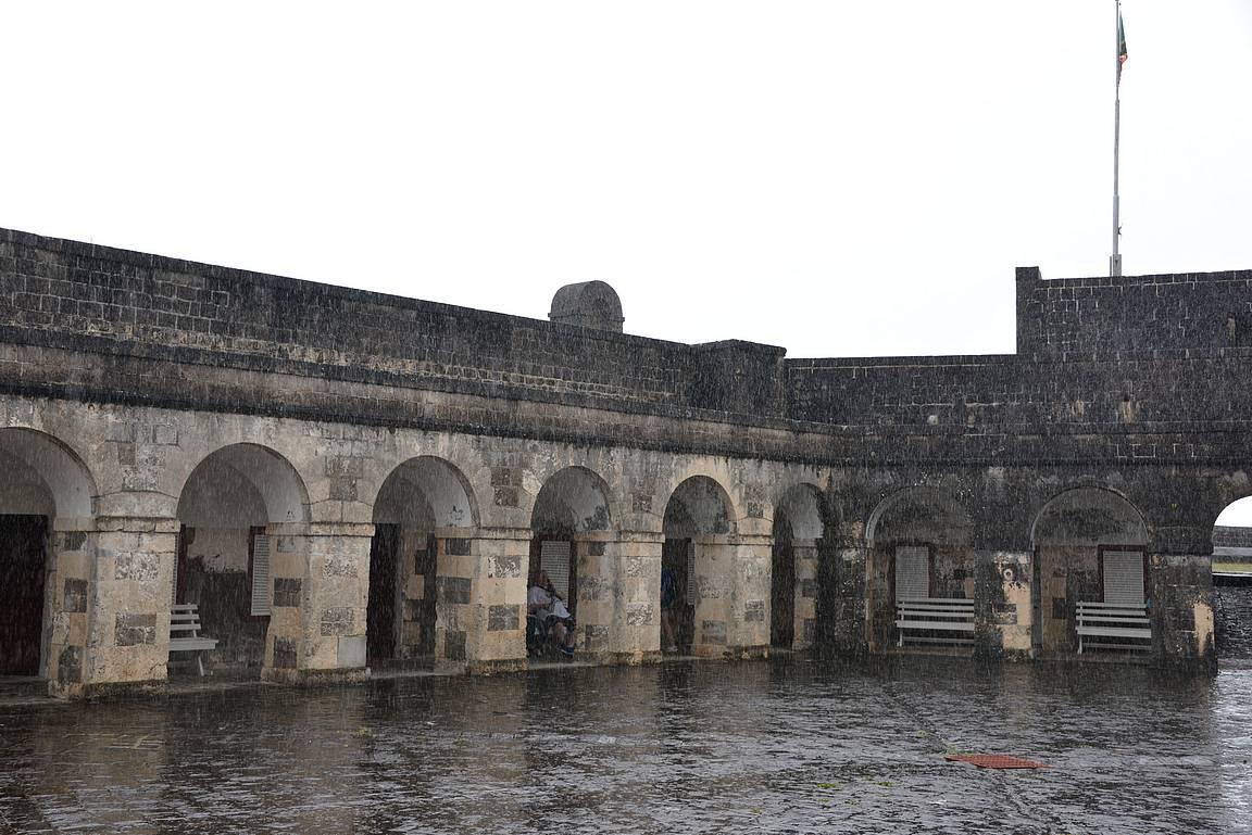 Linnoitus suojasi myös kunnon rankkasateelta.
