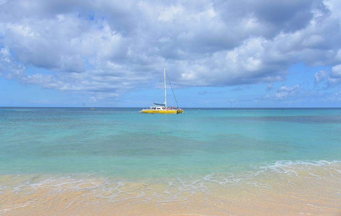 Barbadoksen rannat kutsuvat rantalomailuun ja veneilyyn.
