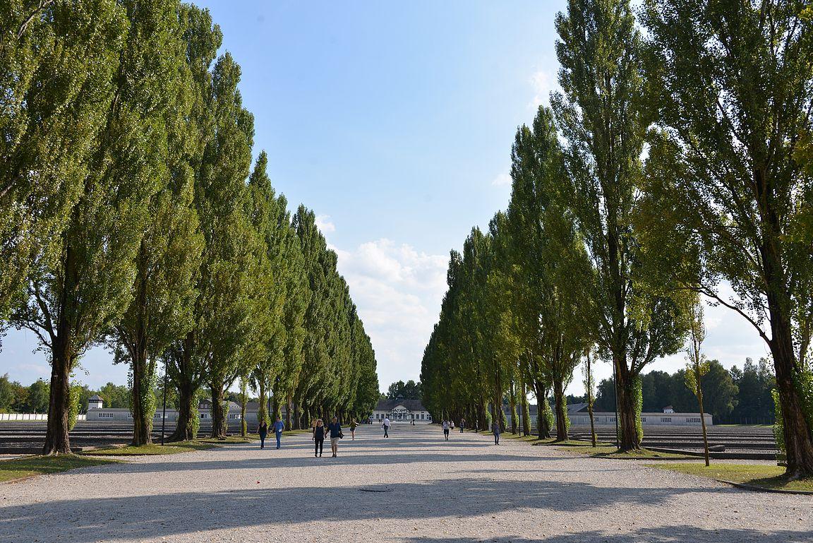 Dachau - laajalla alueella saa rauhassa kulkea omissa mietteissään.