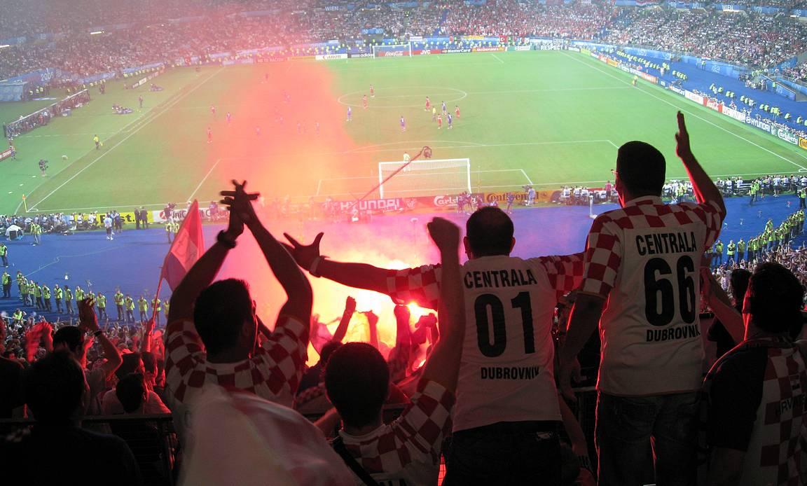Tunnelma paikan päällä Kroatian fanien keskellä oli huikea.
