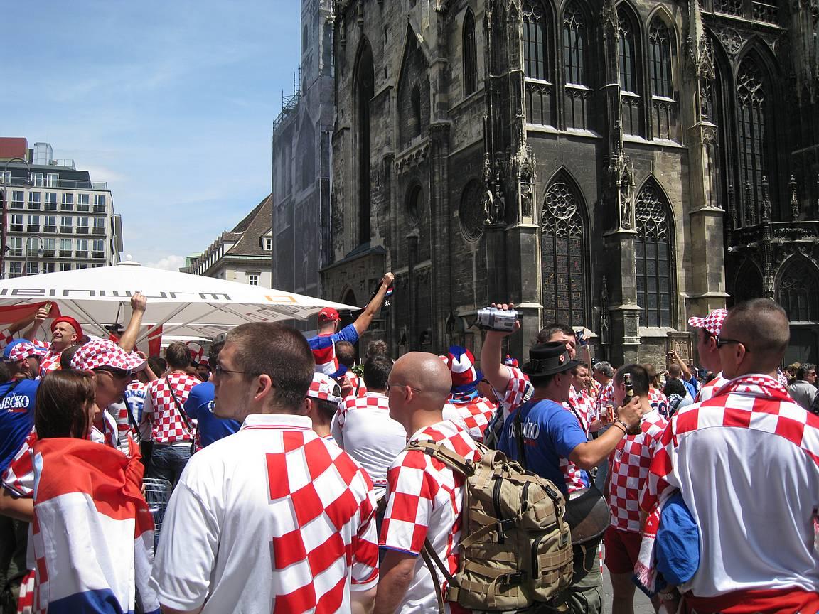 Kroatian fanit Wienin keskustassa vuonna 2008.