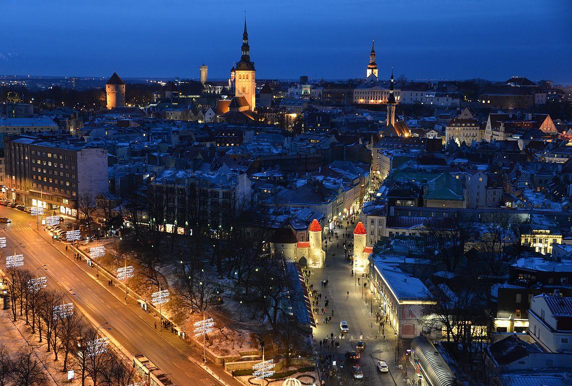 Tallinna Viru-hotellin katolta kuvattuna.