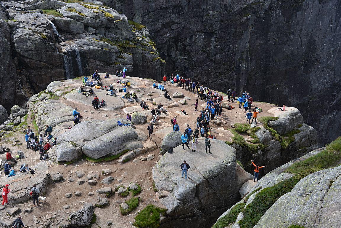 Kjeragbolten - yksi Norjan parhaista vaellusreiteistä.