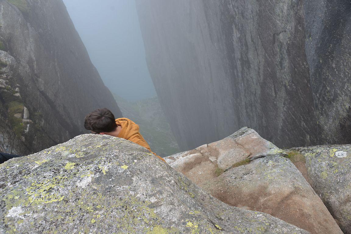 Tässä kiveltä poistuminen ylhäältä päin kuvattuna.