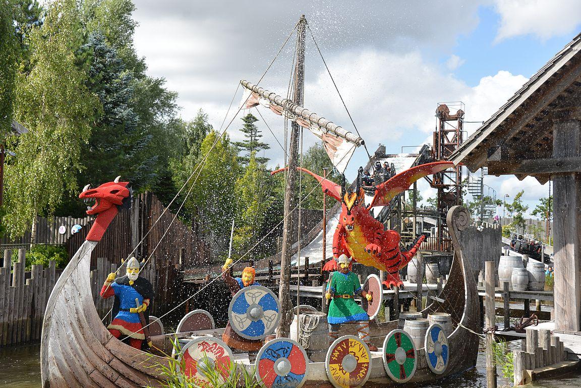 Viking River Splash löytyy Knights' Kingdomin teema-alueelta.