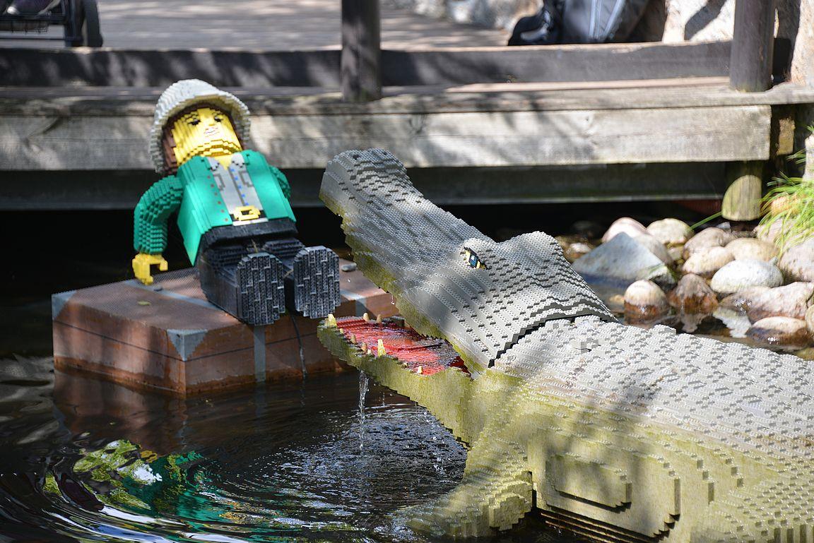 Adventure Landin alueella on mekaaninen krokotiili, joka kiehtoo varsinkin perheen pienimpiä.