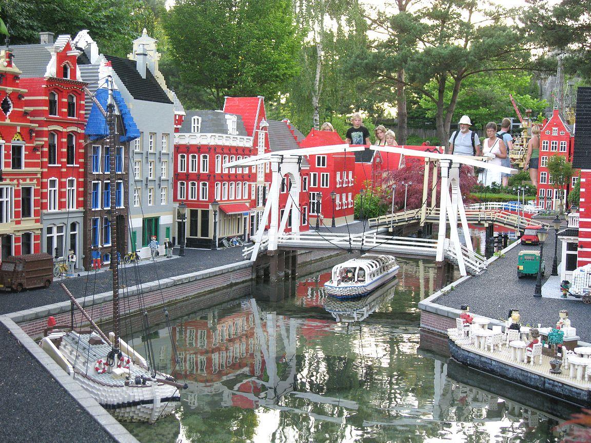 Amsterdam on upean näköinen pienine yksityiskohtineen.
