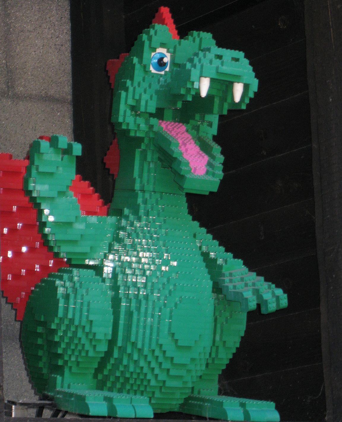 """The Dragon - koko perheen """"vuoristorata""""."""