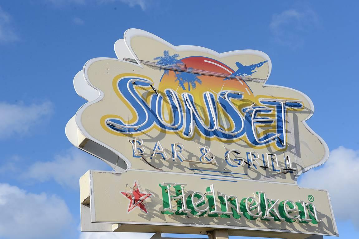 Sunset Bar - paras paikka koneiden bongailuun.