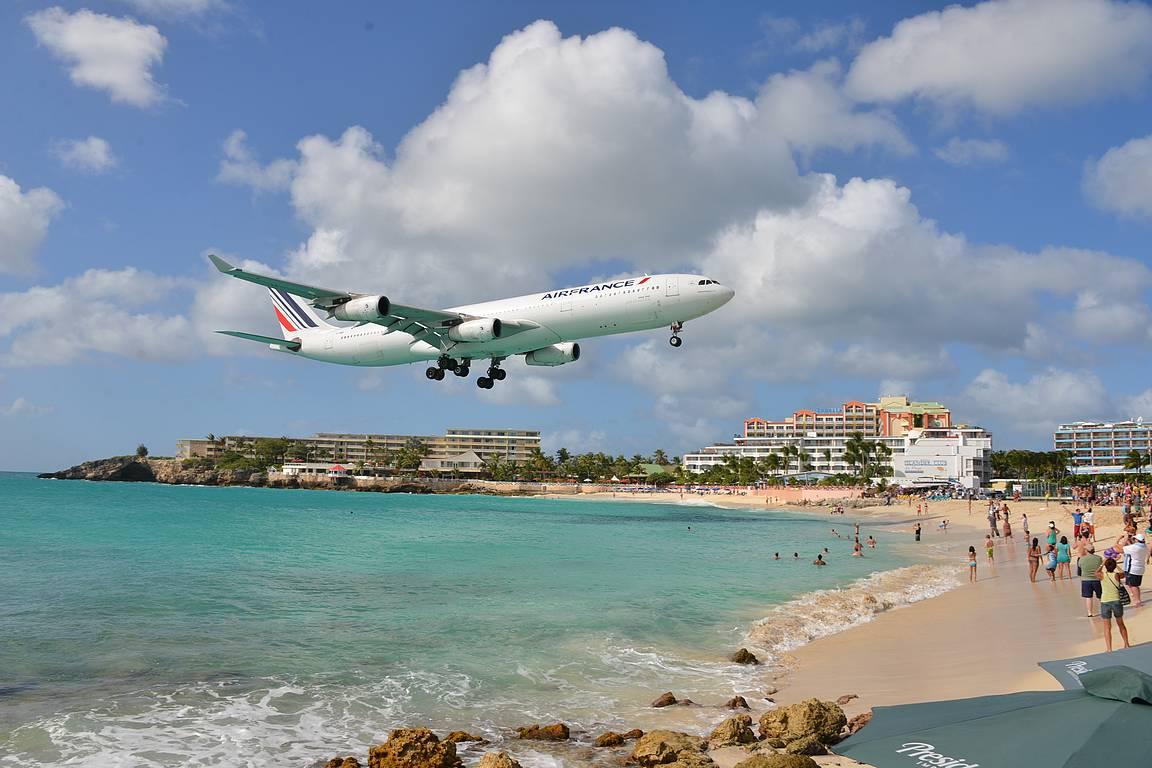 Maho beach, St. Maarten. Eikös tossa rannalla joku kiitorata pitänyt olla?