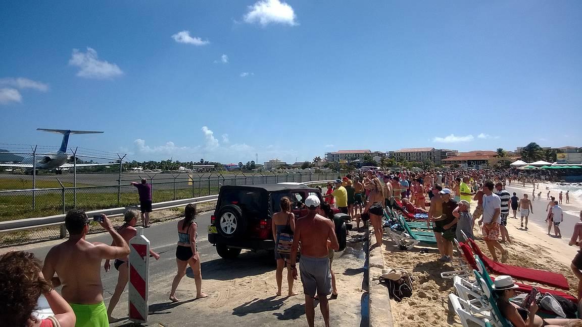 Maho Beachin karnevaalitunnelmaa.