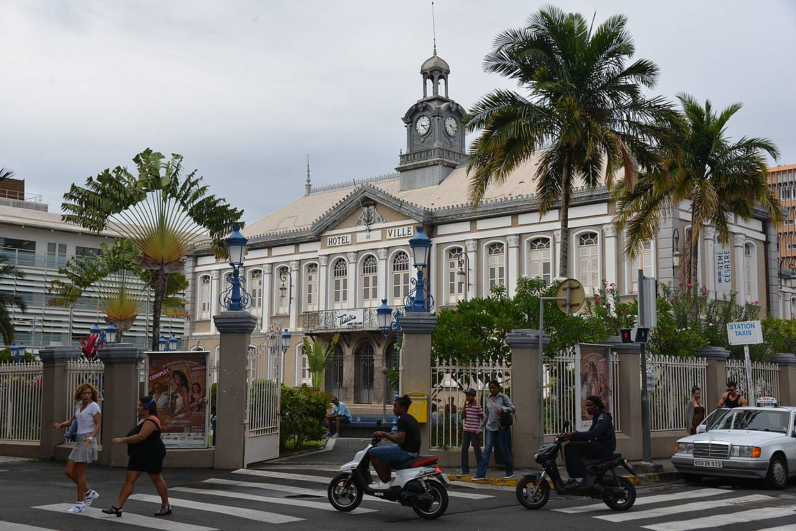 Vanha kaupungintalo Hotel de Ville.